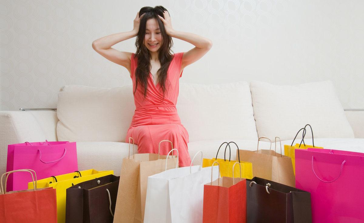 achat compulsif femme avec shopping